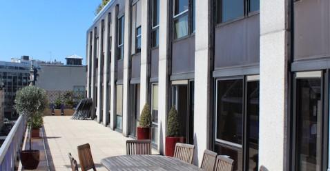 200m² de terrasse pour organiser des afterworks ou simplement profiter du soleil!